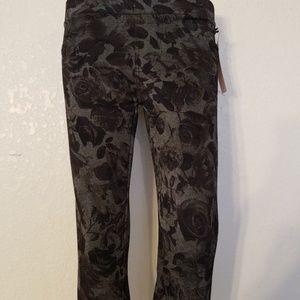 shosho Pants - Shosho black flower print leggings.